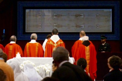 Holy Mass celebrated before the Shroud of Turin,  Photography by Mark Armstrong