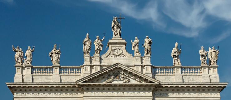 basilica-st-john-lateran-statues-roof-daylight