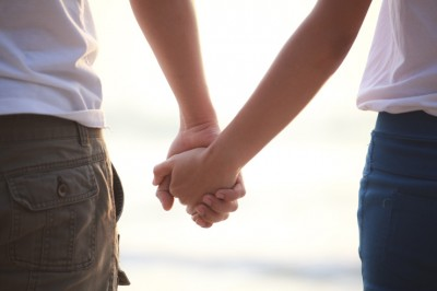 couple-holding-hands-featured-w740x493
