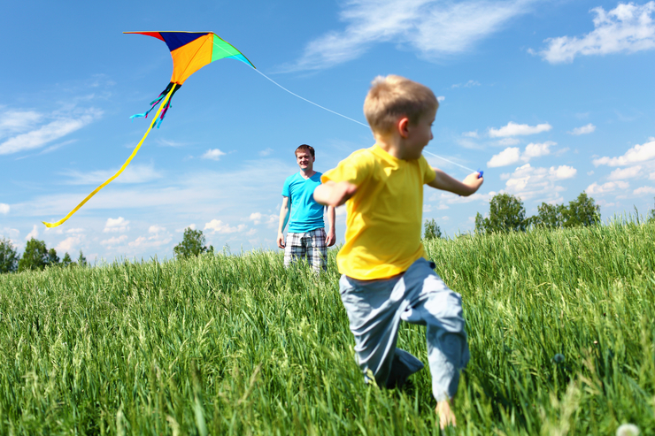 father-son-boy-with-kite-featured-w740x493