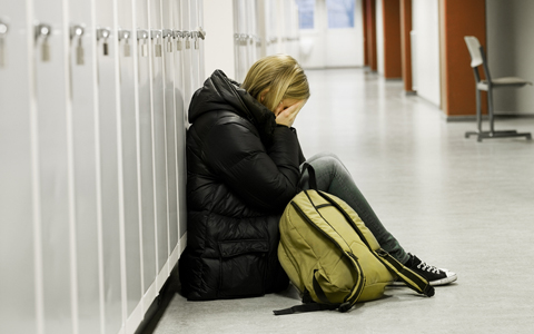 girl-crying-at-locker-featured-w480x300