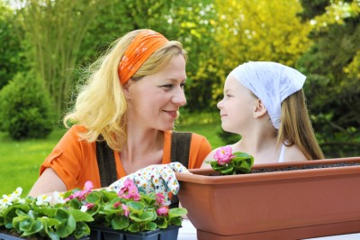 mother-daughter-garden-featured-w740x493