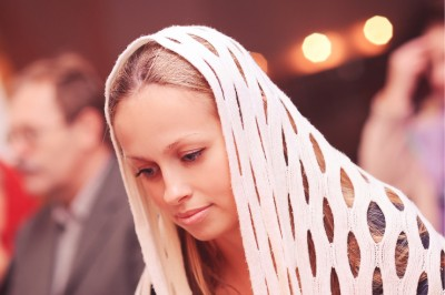 woman-veil-in-church-featured-w740x493